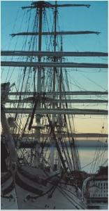 Lastig onderwerp, simpele oplossing: met functies voor samenvoegen krijgt het zeilschip snel een levendige achtergrond.