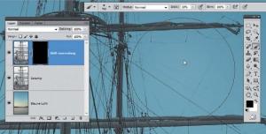 Een kopie van het schip inclusief laagmasker dient voor het reconstrueren: de verbleekte touwen komen weer tevoorschijn door met een groot zacht penseel op de geselecteerde laag te verven.